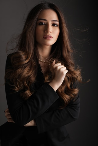 Photography: Shahbaz Shazi | Hair & Make-up Nabila's | Coordination: Faisal Quraishi