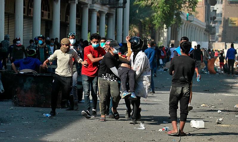 عراق میں گزشتہ دو ماہ کے دوران احتجاج میں 340 سے زائد افراد جاں بحق ہوچکے ہیں—فوٹو:اے پی