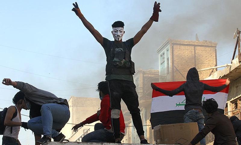 حکومت مخالف احتجاج مسلسل دو ماہ سے جاری ہے— فوٹو: اے ایف پی
