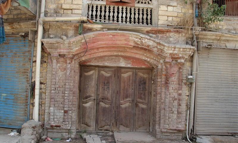 The wooden doors and jharoka