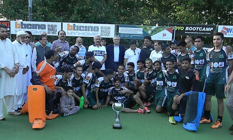 The Dar Hockey Academy squad with their fans in the Netherlands | Photo by the writer