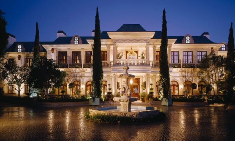 امریکی ماڈلز کا کیلی فورنیا میں محل نما ایک اور شاندار رہائش گاہ بھی ہے — فوٹو: ٹوئٹر