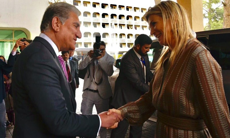Foreign Minister Shah Mahmood Qureshi receives Queen Maxima at the FO. — Photo: FO
