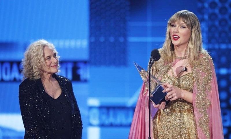 ٹیلر سوئفٹ 29 امریکی میوزک ایوارڈ جیتنے والی پہلی گلوکارہ