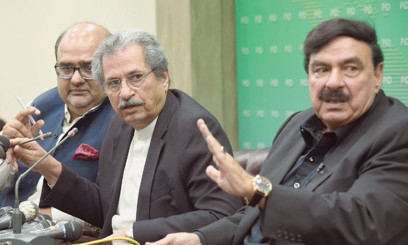 EDUCATION Minister Shafqat Mehmood (centre), Railways Minister Sheikh Rashid Ahmed (right) and Special Assistant to the PM for Accountability Mirza Shahzad Akbar speaking at the press conference.—Tanveer Shahzad / White Star