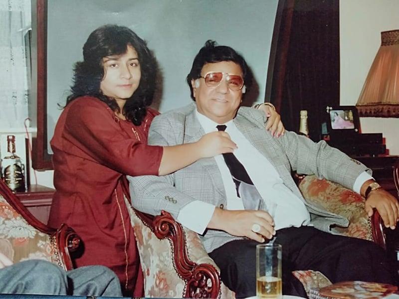رافعہ اپنے والد اہم اے رشید کے ہمراہ