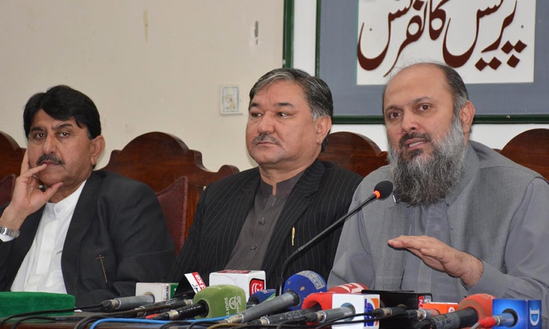 QUETTA: Chief Minister Jam Kamal Khan Alyani addresses a press conference on Thursday.—INP