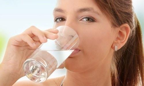 کیا آپ بہت زیادہ پانی پینے کے عادی ہیں؟