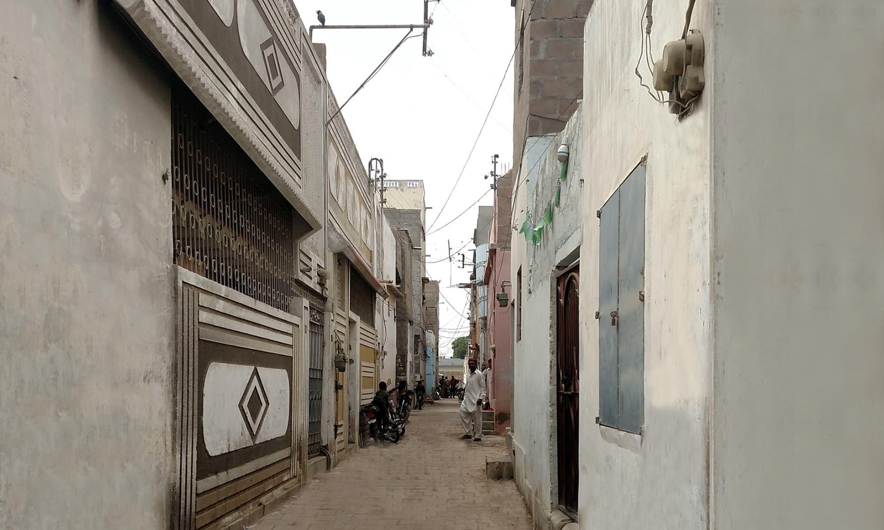 کراچی کے علاقے کھوکھراپار ای ایریا میں ہماری گلی کا منظر
