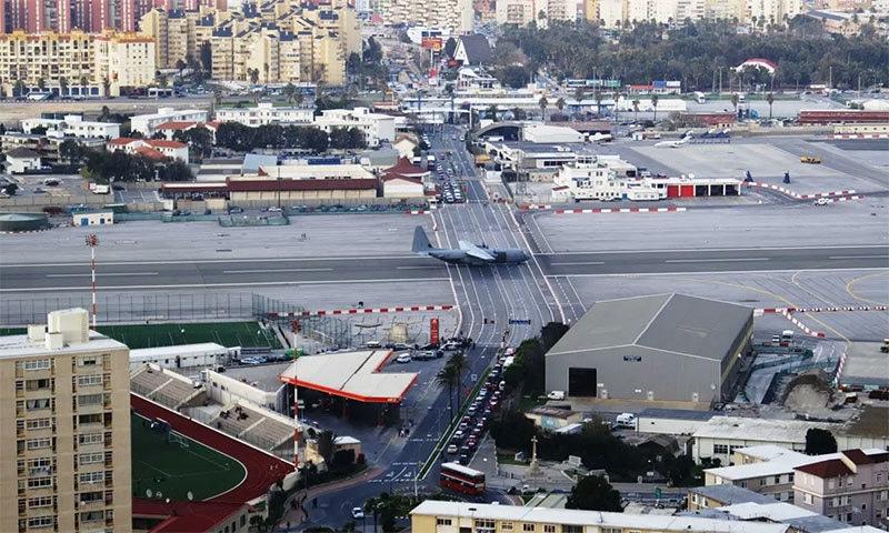 جبرالٹر ائیرپورٹ کا رن وے — فوٹو بشکریہ وکی میڈیا کامنز
