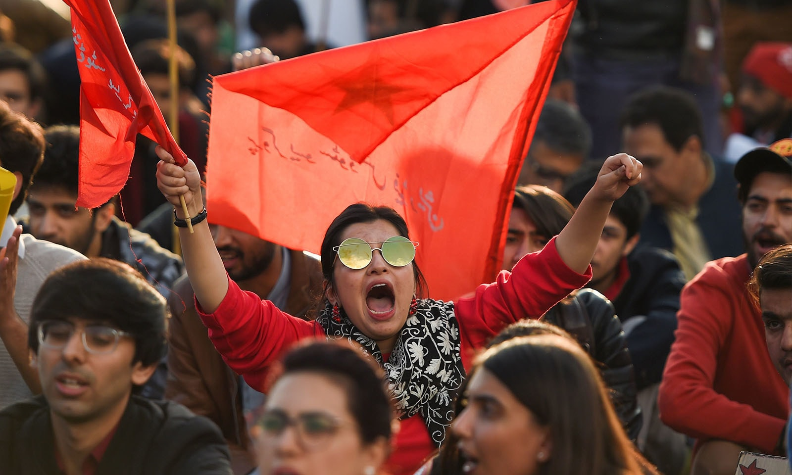طالب علموں کو سہولیات فراہم کرنے کے لیے اسلام آباد میں مظاہرے کیے گئے — فوٹو: اے ایف پی