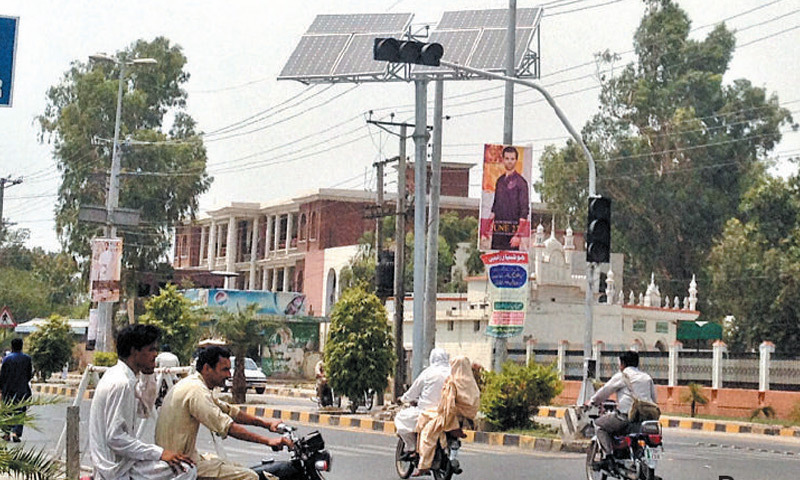 Driver jumping a red light will have to pay a fine of Rs5,000 on national highway and motorway. — Dawn/File