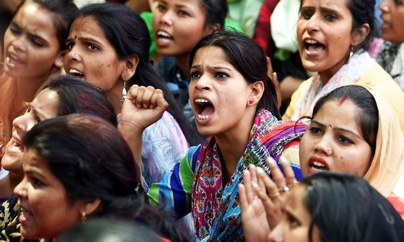 خواتین پر تشدد کے خلاف ملک بھر میں مظاہرے بھی ہوتے رہتے ہیں—فوٹو: اے ایف پی