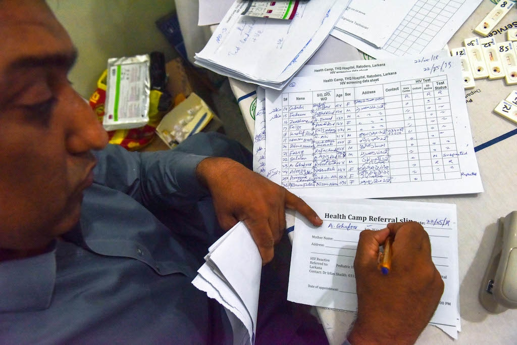 A clerk at an HIV screening camp in Ratodero | Fahim Siddiqi/White Star