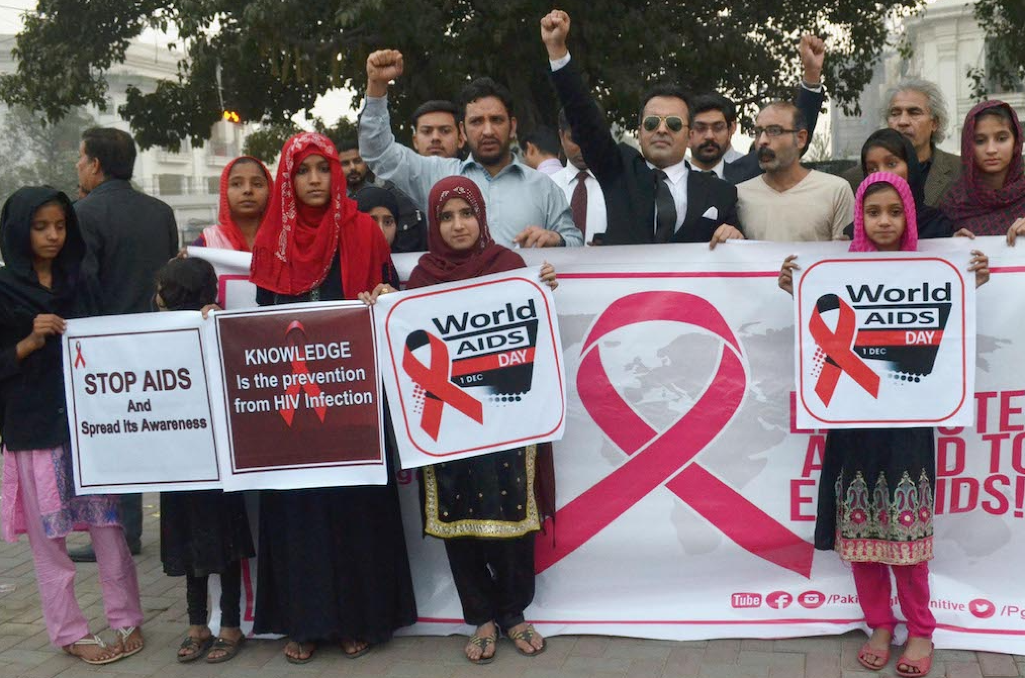 Participants in a walk for awareness about Aids on The Mall on the World AIDS Day | Tariq Mehmood/White Star