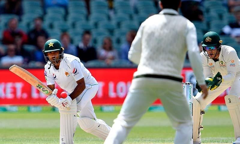 پاکستانی بلے باز اسد شفیق نے آسٹریلیا کے خلاف ٹیسٹ میچ کی دوسری اننگز میں 57 رنز بناکر آؤٹ ہوئے — فوٹو: اے ایف پی