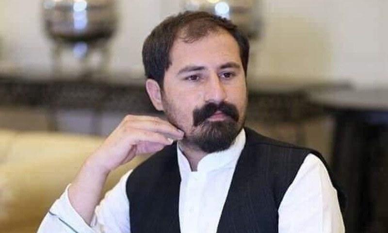 پولیس نے بغاوت کیس میں عالمگیر وزیر کو گرفتار کیا تھا—فائل فوٹو: عمار علی جان ٹوئٹر