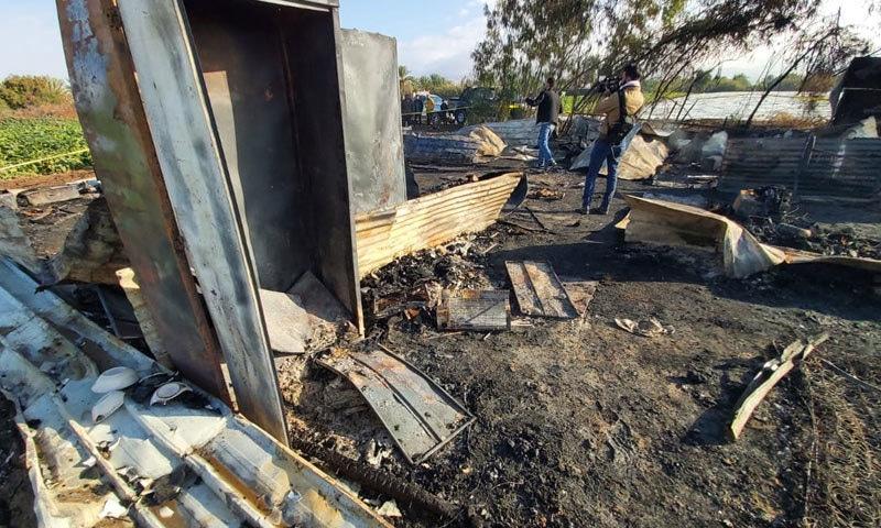 رات گئے بھڑکنے والی آگ سے 3 افراد زخمی بھی ہوئے— فوٹو: ٹوئٹر