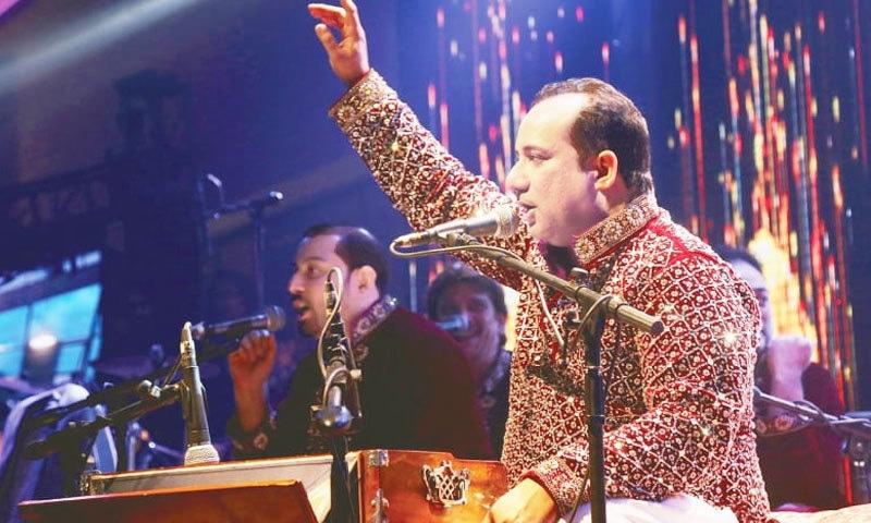 راحت فتح علی خان نے پہلی بار حیدرآباد میں پرفارمنس کی—فوٹو: ڈان