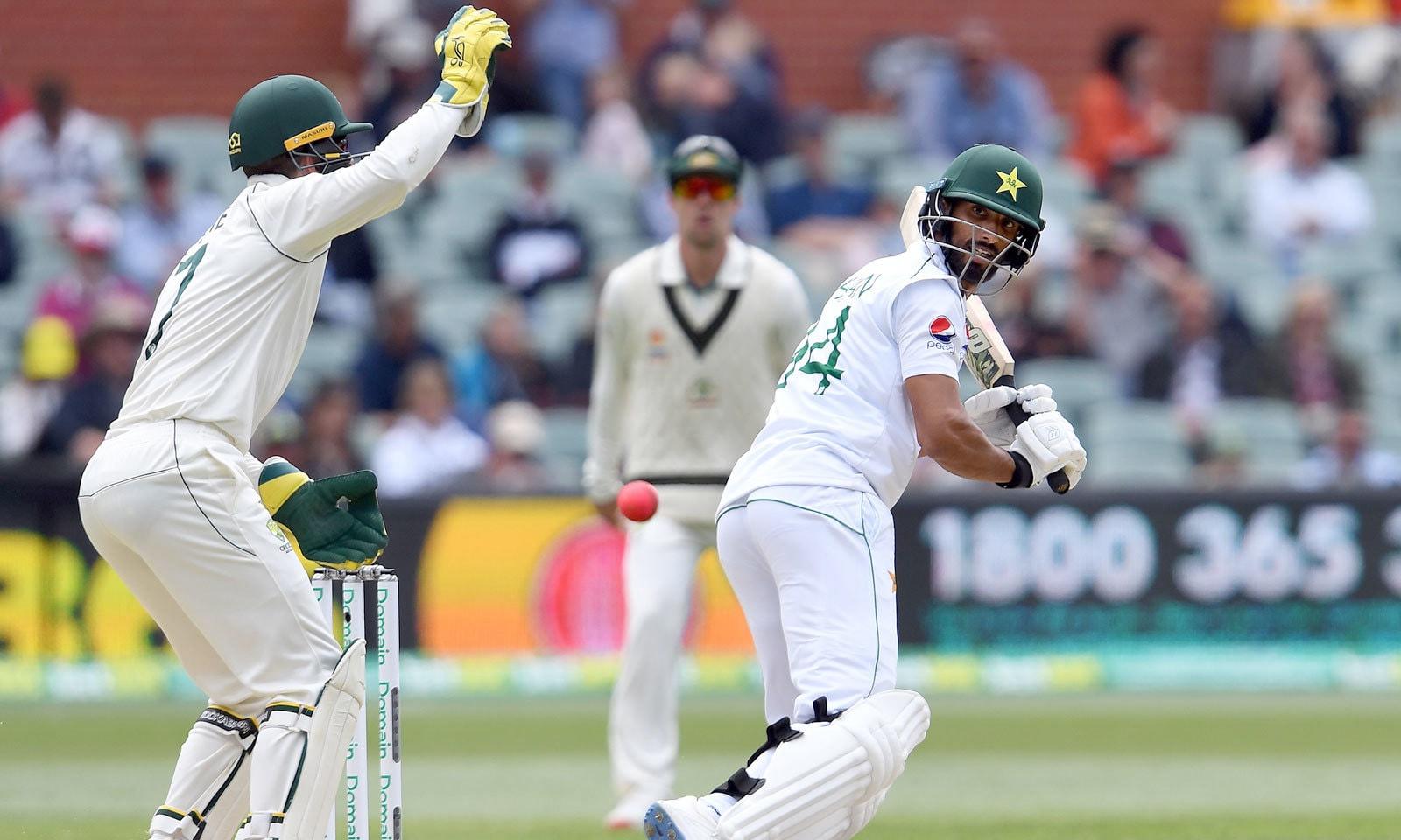شان مسعود پاکستان کی دوسری اننگز میں 68رنز کے ساتھ سب سے کامیاب بلے باز رہے— فوٹو: اے ایف پی