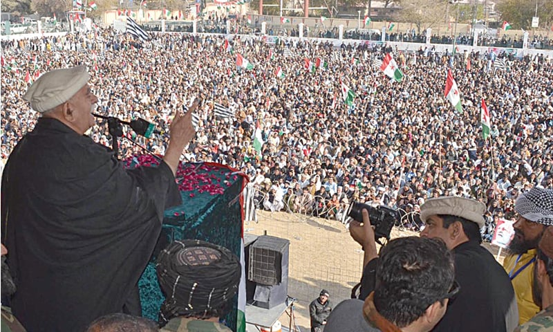 QUETTA: Pakhtunkhwa Milli Awami Party chairman Mahmood Khan Achakzai addresses a public meeting organised to mark the death anniversary of the party's founder, Abdul Samad Khan Achakzai.—INP