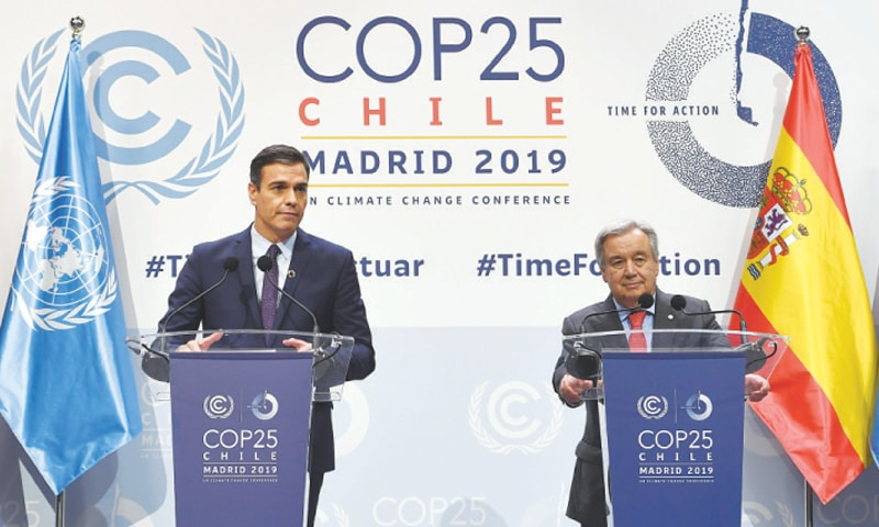 MADRID: Spanish Prime Minister Pedro Sanchez (left) and UN Secretary General Antonio Guterres hold a joint press conference on Monday.—AFP