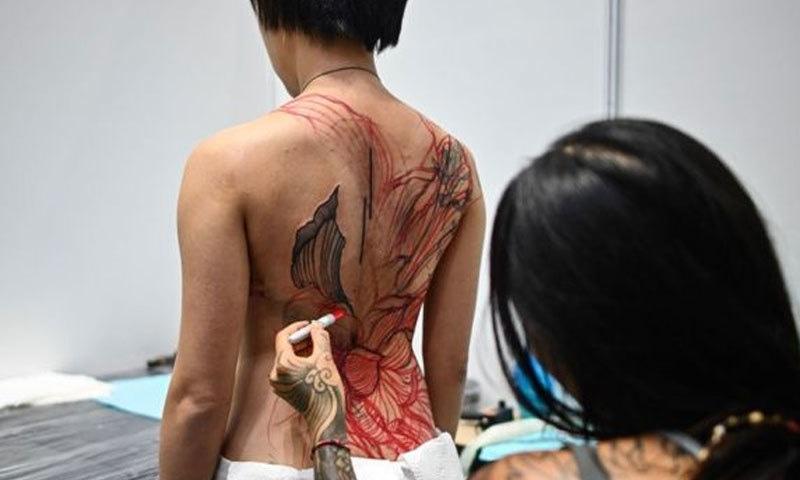 ٹیٹو شو میں دنیا کے دیگر ممالک کے آرٹسٹوں نے بھی شرکت کی—فوٹو: اے ایف پی