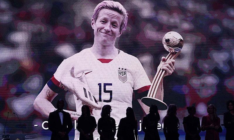 امریکی اسٹار فٹبالر میگن ریپی نو ویمن بیلن ڈی اور کی فاتح قرار پائیں— فوٹو: اے ایف پی