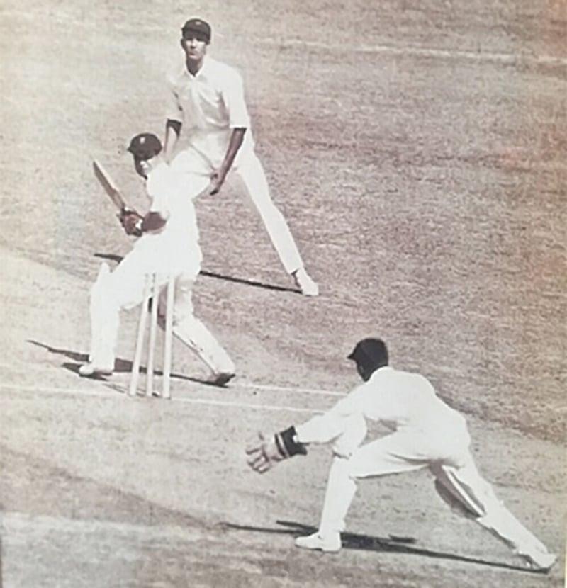 دہلی کے فیروز شاہ کوتلہ میدان میں پاکستان کے خان محمد نے پنکج رائے کو کلین بولڈ کرکے پاکستان کو پہلی ٹیسٹ وکٹ دلوائی