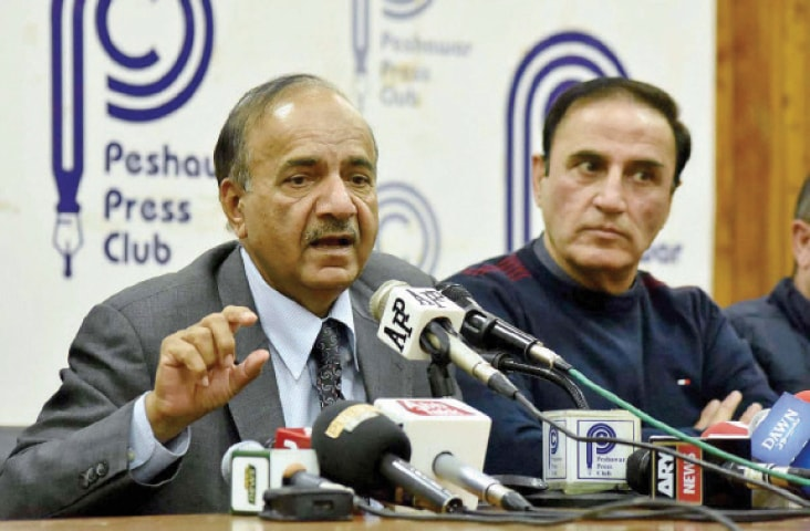 Chief Information Commissioner Mohammad Azam addresses a presser in Peshawar on Wednesday. — APP