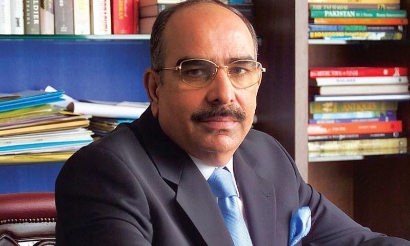 ملک ریاض نے کہا کہ اتنے مسائل کے باوجود پاکستان میں کام کررہے ہیں — فائل فوٹو: فیس بک