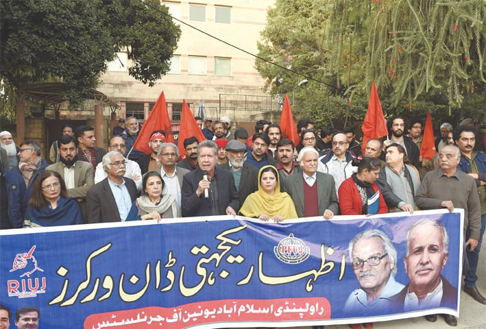 ISLAMABAD: Journalists, lawmakers and members of civil society hold a rally outside the Dawn office on Thursday to express solidarity with workers of the newspaper against threats to them and their organisation.—White Star