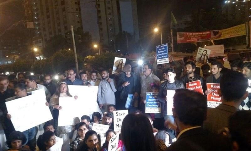 دعا کے اہل خانہ، وکلا ، طلبہ و دیگر افراد نے مظاہرہ بھی کیا—فائل فوٹو: ٹوئٹر