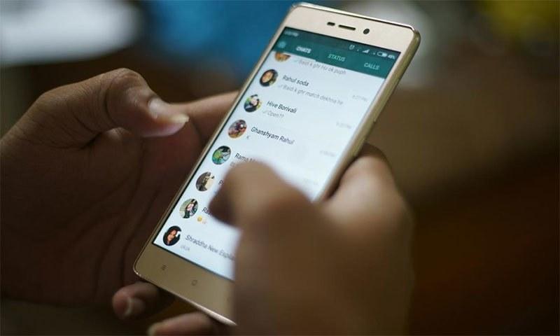 واٹس ایپ دنیا کی مقبول ترین میسجنگ ایپ میں سے ایک ہے— شٹر اسٹاک فوٹو