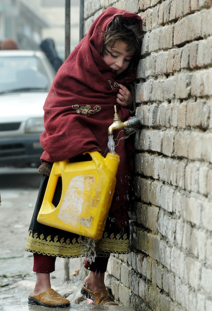 In Pakistan only 36 percent people consume safe drinking water | Photo by White Star