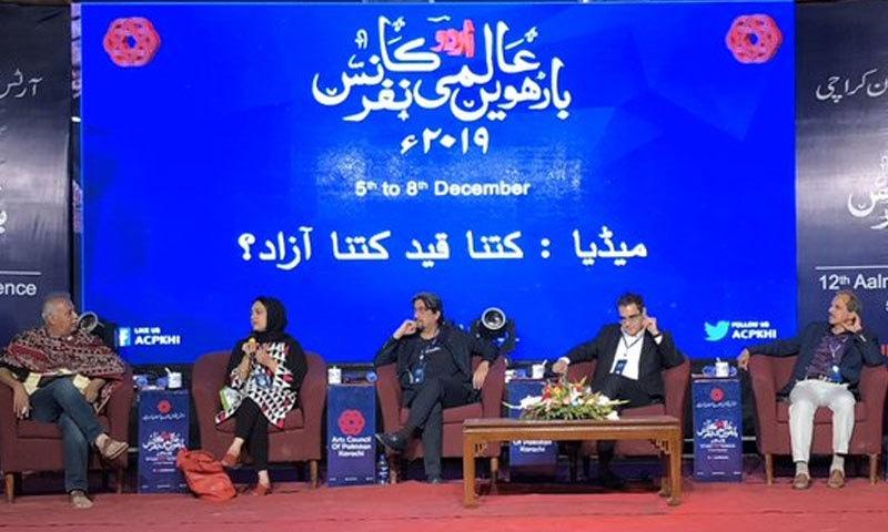 اس کانفرنس میں صحافت بتدریج ادب پر غالب آتی جا رہی ہے—تصویر ٹوئٹر