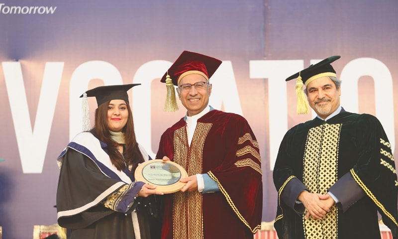 Dr Abdul Hafeez Shaikh and IBA Karachi Executive Director Dr Farrukh Iqbal with a student at the convocation.