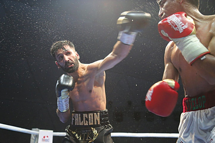 Waseem fighting  López in Dubai: the well-timed swoop of the falcon