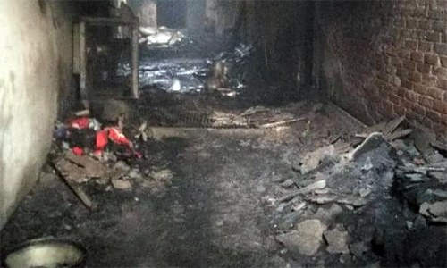 چیف فائر آفیسر سنیل چودھری نے بتایا کہ کم از کم 50 افراد کو بچا لیا گیا ہے  —فوٹو: اے این آئی ٹوئٹر
