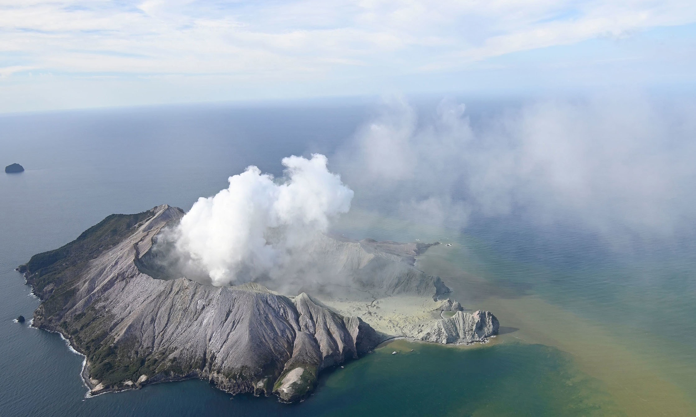 5 dead, many more missing after volcano erupts in New Zealand