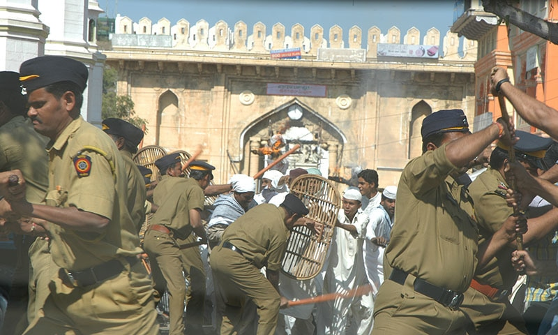 ہیومن رائٹس واچ کے مطابق قتل کے اکثر واقعات میں بھارتی پولیس ملوث ہوتی ہے—تصویر: شٹراسٹاک