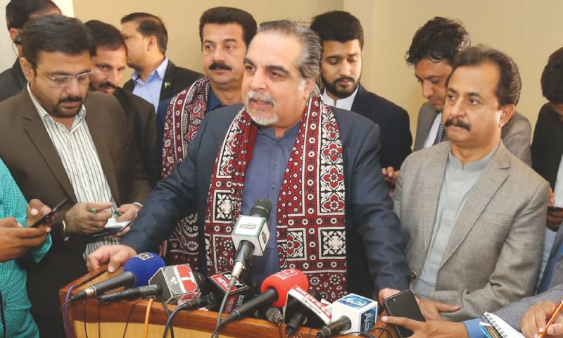 GOVERNOR Imran Ismail speaks to the media during his visit to the Hyderabad CPLC on Tuesday.—Dawn