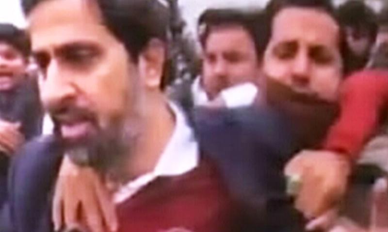 وکلا نے صوبائی وزیراطلاعات فیاض الحسن چوہان پر بھی تشدد کیا