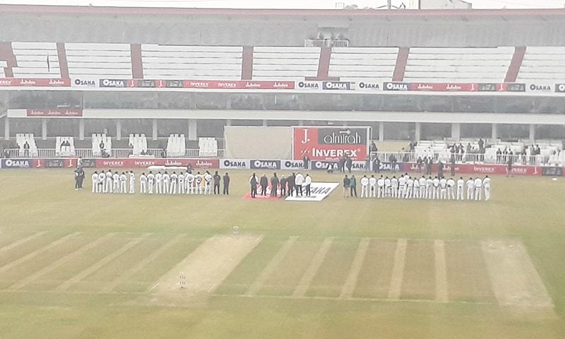 نہ کوئی جشن، نہ روایت سے ہٹ کر تقریب۔ میں اس بات پر اب بھی قائل ہوں کہ سری لنکن ٹیم کو گارڈ آف آنر دیا جانا چاہیے تھا—فوٹو: ٹوئٹر