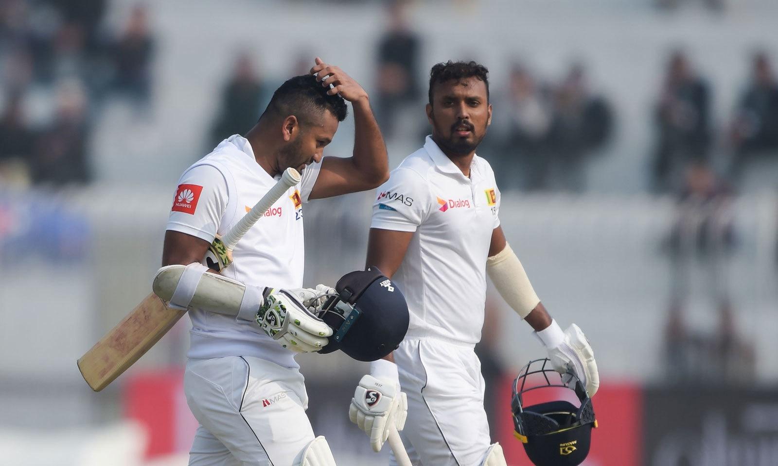 سری لنکن اوپنرز دمتھ کرونارتنے اور اوشادا فرنینڈو نے اپنی ٹیم کو 96رنز کا عمدہ آغاز فراہم کیا— فوٹو: اے ایف پی