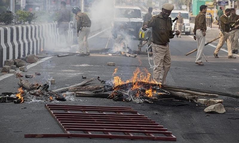بھارت: متنازع شہریت بل کےخلاف احتجاج، کرفیو نافذ، درجنوں گرفتار