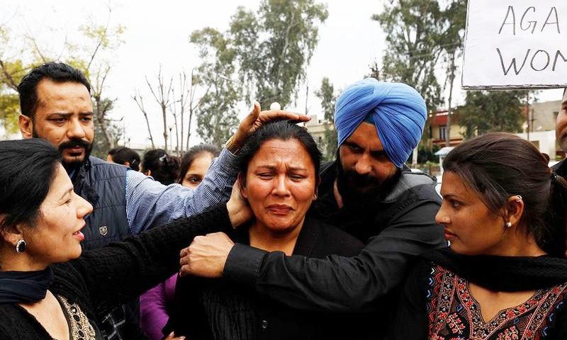 شوہروں کی جانب سے نظر انداز کی جانے والی خواتین کی زیادہ تعداد ریاست پنجاب سے ہے—فوٹو: رائٹرز