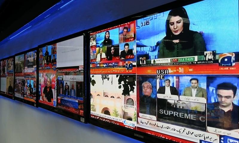 چینلز کی بندش کی صحافتی تنظیموں کی جانب سے مذم کی گئی—تصویر: اسد ہاشم الجزیرہ