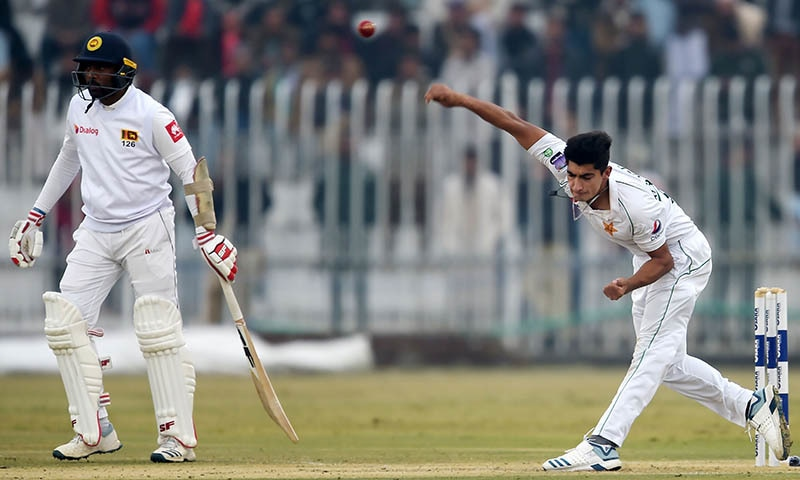 Bad light halts play in Pakistan's stop-start Test homecoming