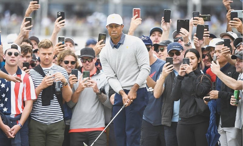 MELBOURNE: Tiger Woods of the US chips onto the green during the second day of the Presidents Cup on Friday.—AFP